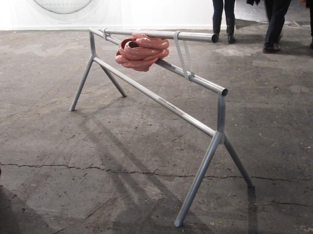 Escultura de Teresa Solar Abboud en la galería Joan Prats.