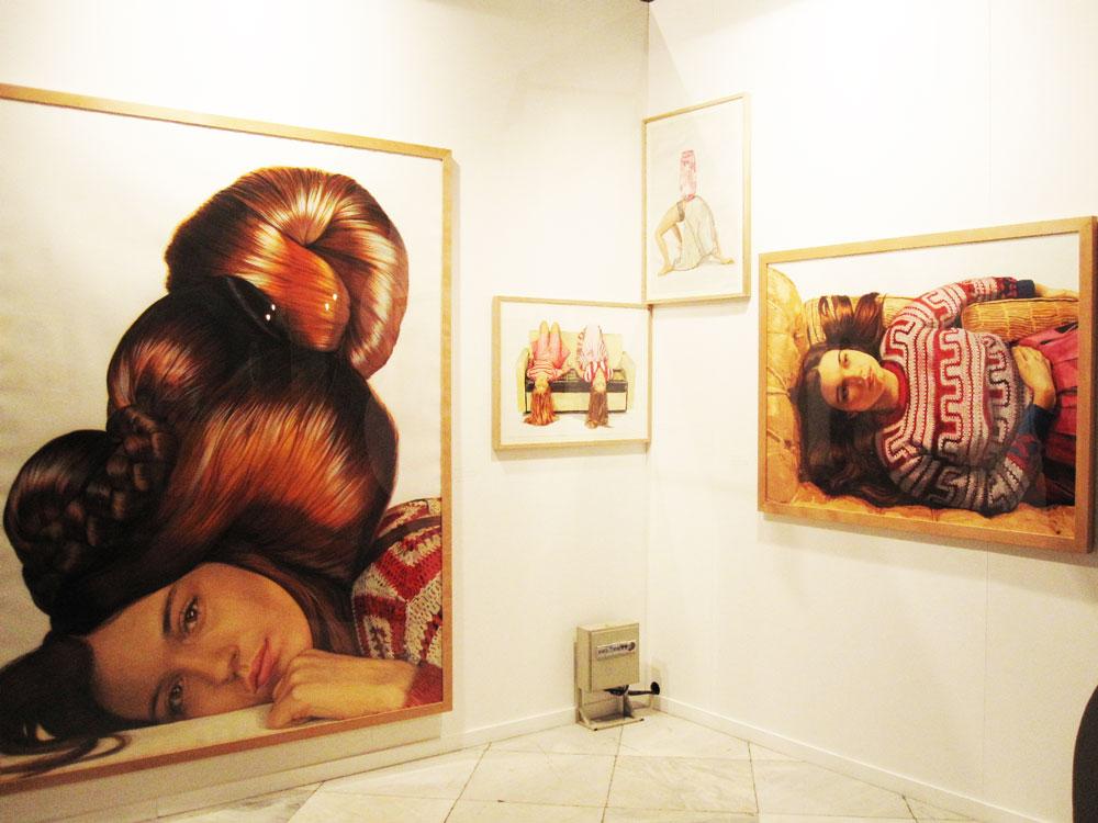 Ángeles Agrela nunca deja indiferente a los visitantes en la galería Yusto Giner.